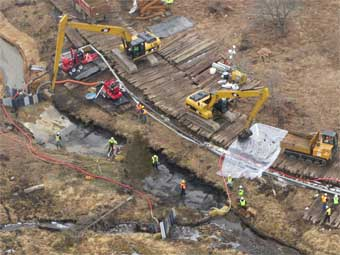 Emergency Pipeline Spill River Clean Up